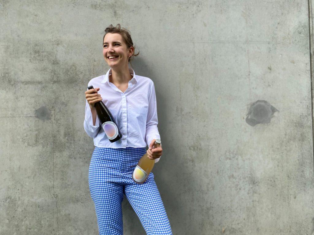 Pauline Baumberger mit Ihrer Naturweinlinie GLOW-GLOW