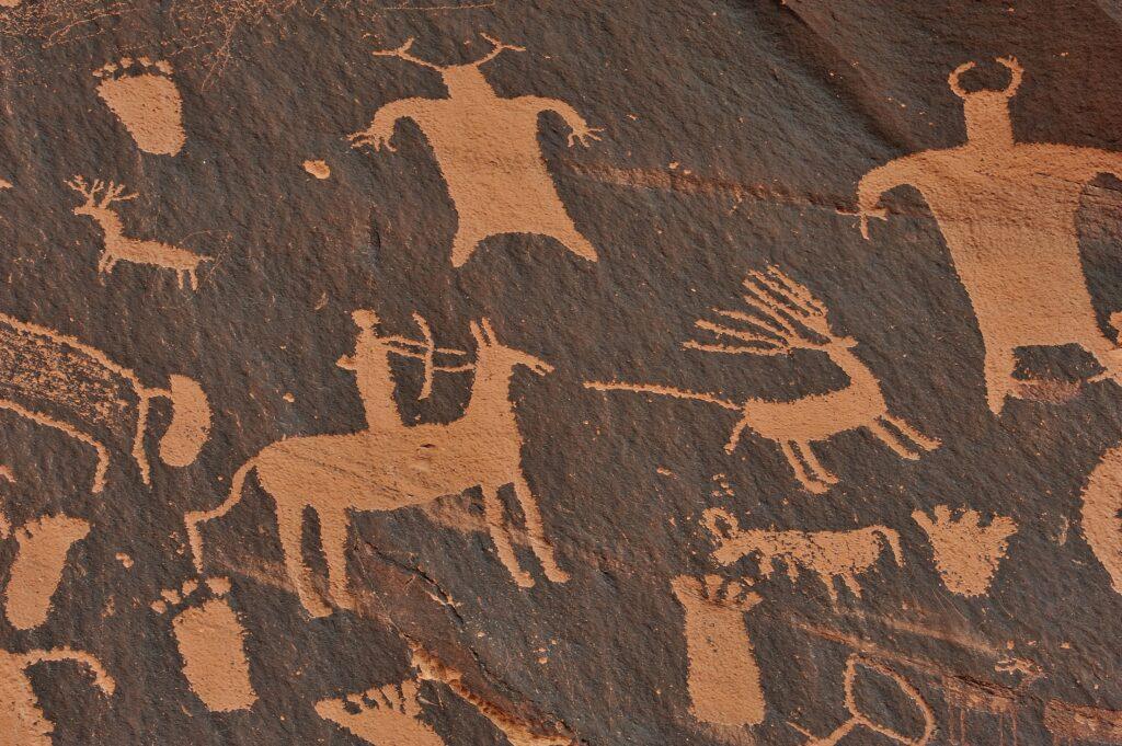 Höhlenmalerei, durch Kunst verarbeiteten Menschen seit je her Lebensumstände