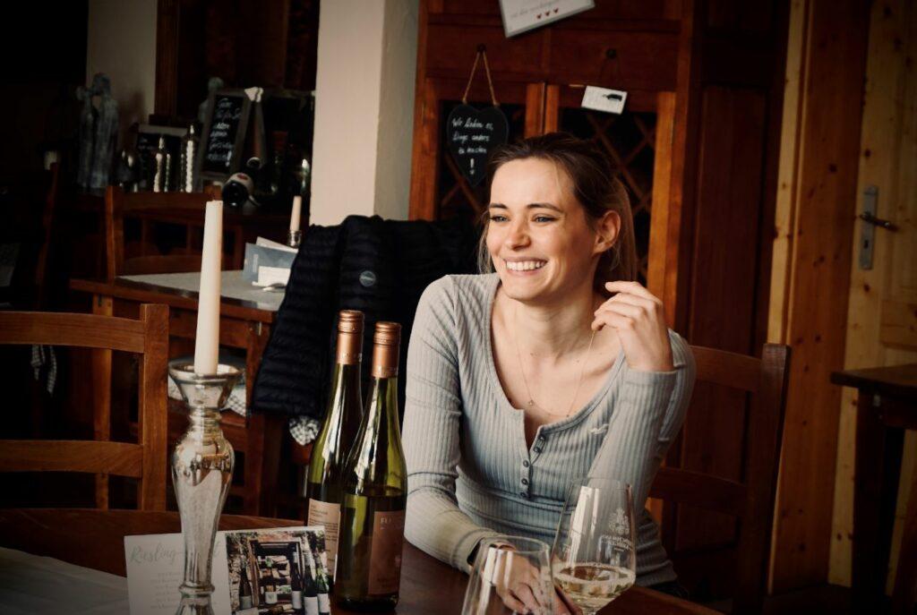 Katharina Krieger im Interview mit Marius Greb und Julian Meller vom Art & Wine Magazine. Foto Sebastian Gräf