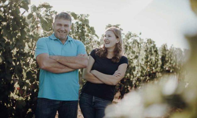 Etikett des Monats Mai:  Weingut Bernhard – Sisters in Wine